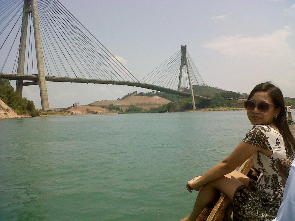 Jembatan Barelang I tampak dari laut.