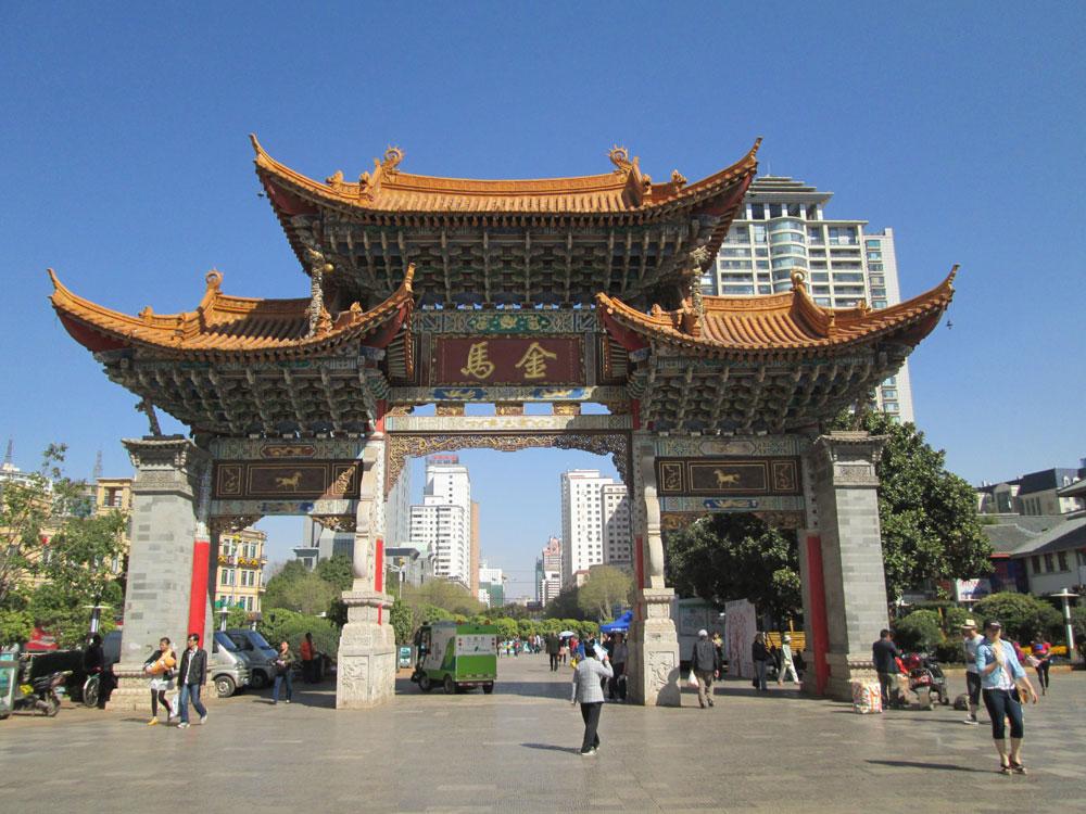 Salah satu alun-alun di Kunming, Provinsi Yunan.