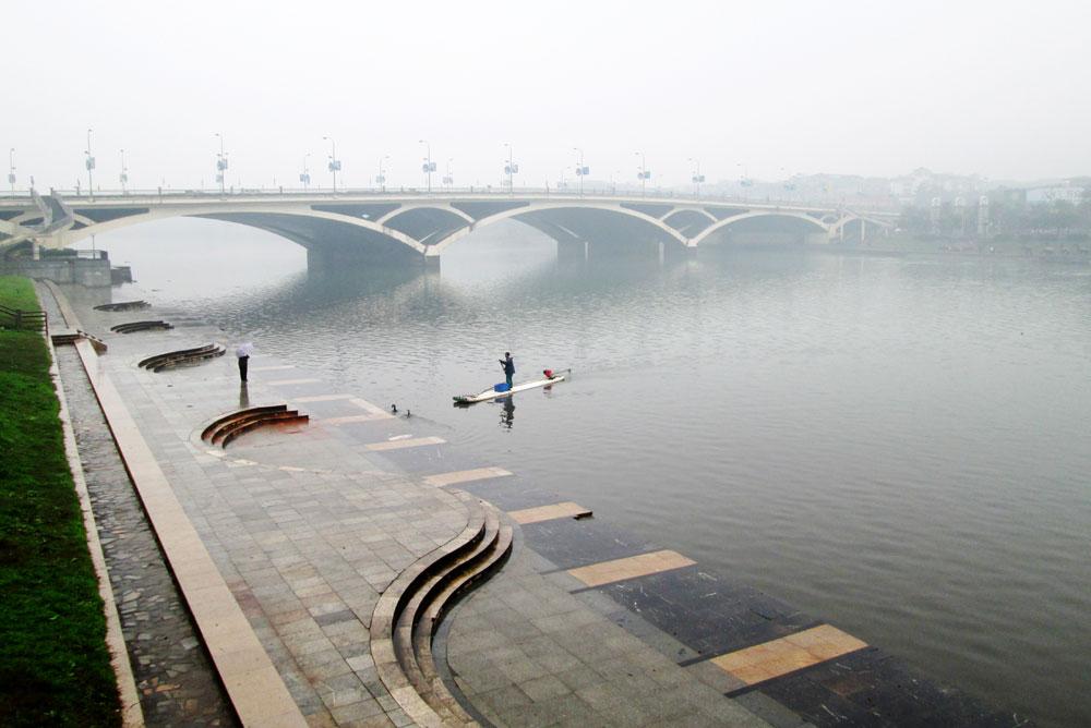 Sungai Li yang berkabut di musim dingin.