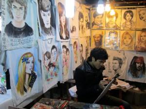 Pelukis dan hasil karyanya.