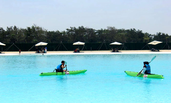 Kayaking di Crystal Lagoon-Treasure Bay.
