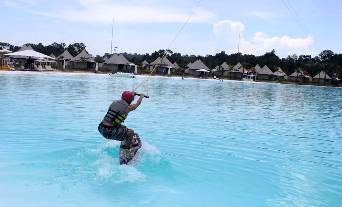 Wake Board di Crystal Lagoon-Treausere Bay.
