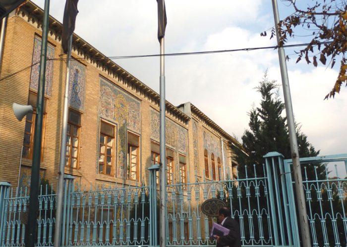 Istana Golestan hanya bisa difoto dari luar karena sedang tutup