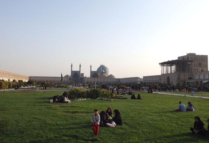 Alun-alun Sang Cermin Dunia di Isfahan