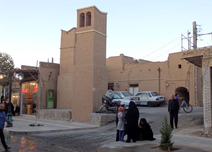 Suasana di pinggir jalan Kota Tua Yazd
