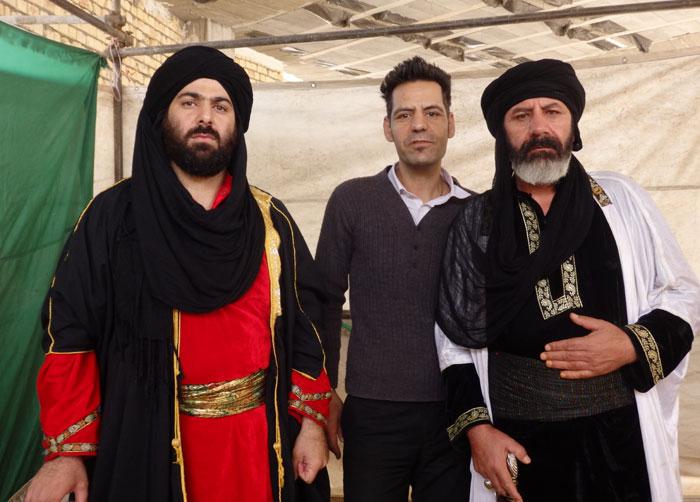 Sam bersama sepupu dan pamannya, pemain teater tradisional di Isfahan.