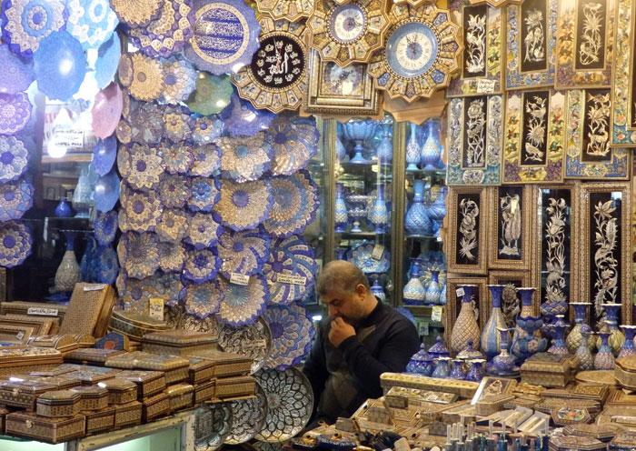 Toko souvenir di bazar