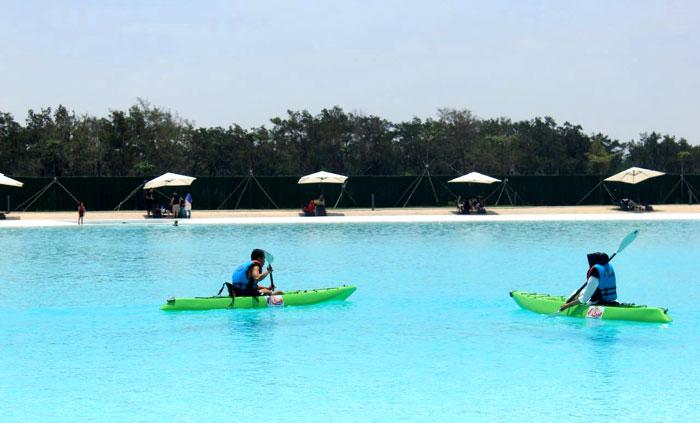 Kayaking di Crystal Lagoon-Treasure Bay.