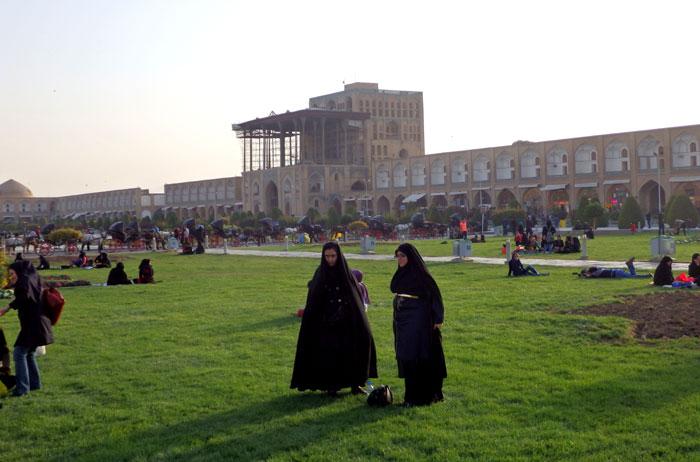 Alun-alun Imam Square dengan latar Istana Ali Qapu